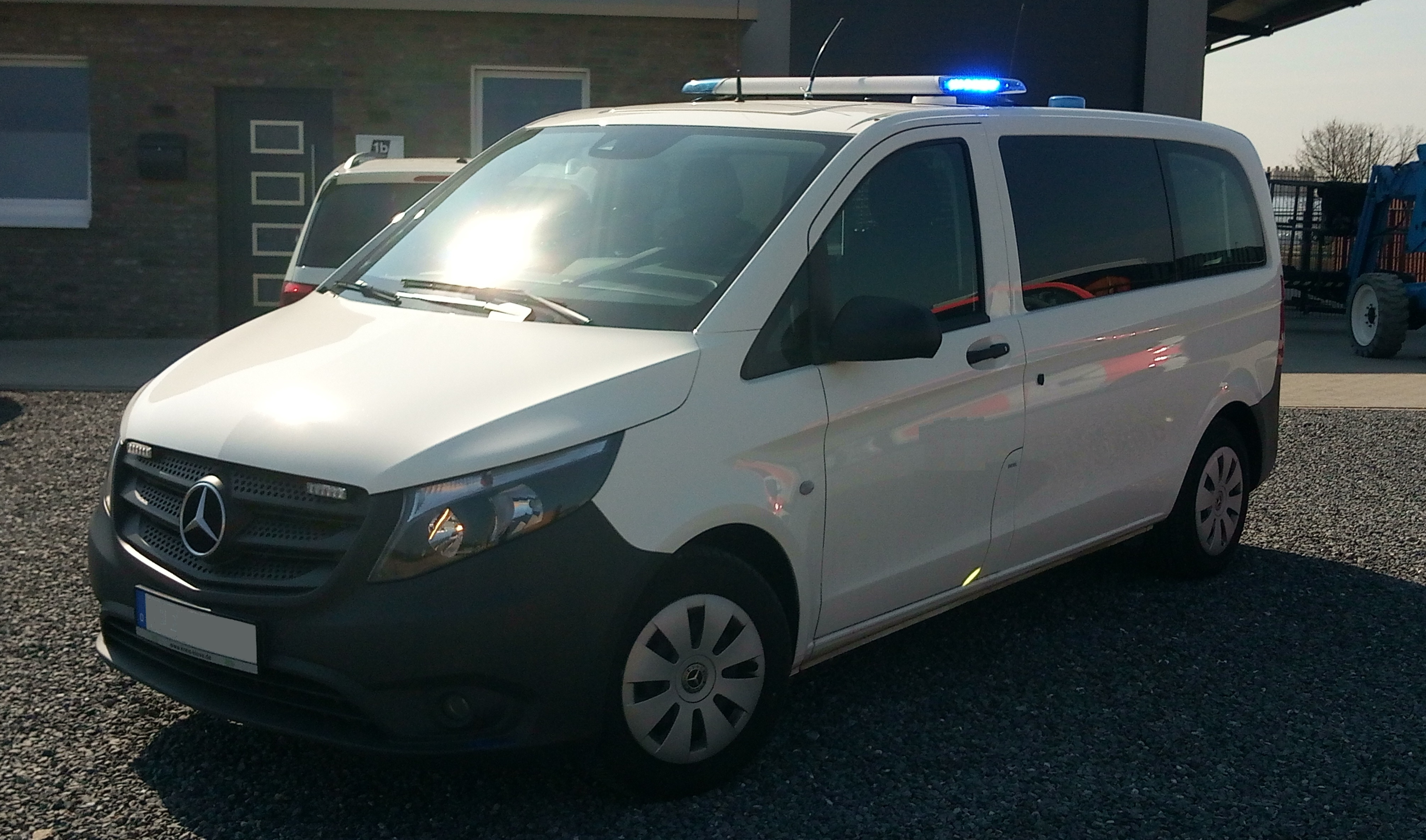 Fahrzeugauslieferung Einsatzleitwagen/GW-Technik
